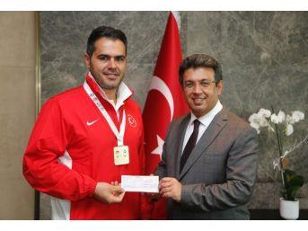 Avrupa Şampiyonu'na Başkan Karadeniz'den Ödül