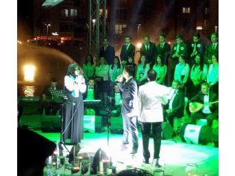 Kırşehir Belediyesi Aile Yaşam Merkezi Kursiyerlerinin Hazırladığı Halk Müziği Konserinde Bir İlk