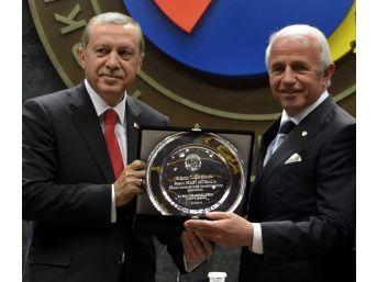 Nafi Güral, 'hizmet Şeref Belgesi'ni Erdoğan'ın Elinden Aldı