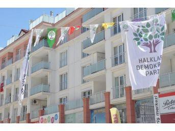 Osmaniye'de Hdp'nin Seçim Bayraklarına Saldırı