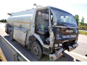 Yükünü Kontrol Ederken Tanker Çarpan Sürücü Öldü
