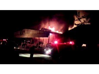 Marketin Depo Kısmında Çıkan Yangın Söndürüldü