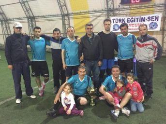 Türk Eğitim-sen'den Futbol Turnuvası Galibine Kupa Verildi