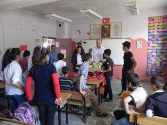 Bostanlı Ortaokulu'nda Erdemli Ve Başarılı Birey Projesi