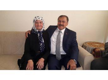 Bakan Eroğlu Sandıklı'da Teyzesini Ziyaret Etti