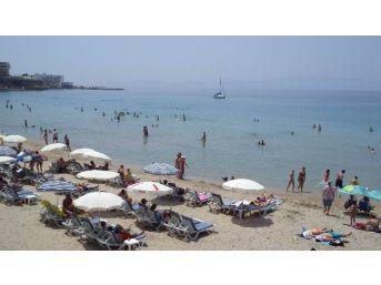 Kuşadası'nda Hafta Sonu Plaj Keyfi