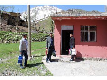 Köy Okuluna Kütüphane Kurdular