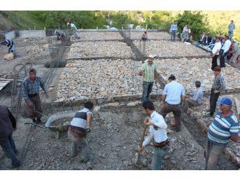Sason Gürgenli Köyünde İmece Taziye Usulüyle Taziye Evi Yapılıyor