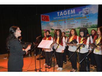 Tatvan'da Gençlik Merkezi Kursiyerlerinden Gençlik Konseri