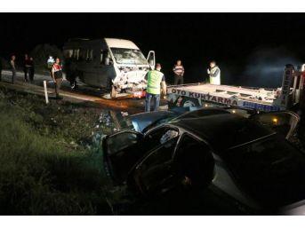 Chp Seçim Minibüsü Ile Otomobil Çarpıştı: 1 Ölü, 8 Yaralı