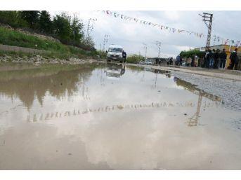Silvan'da Kanalizasyonlar Karayoluna Akıyor