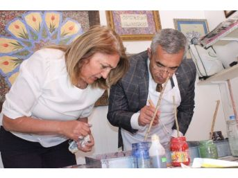 Profesyonel Ellerde Ebru Sanatına İlgi