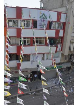 Hdp Mersin Ve Adana Il Binalarında Patlama (4)