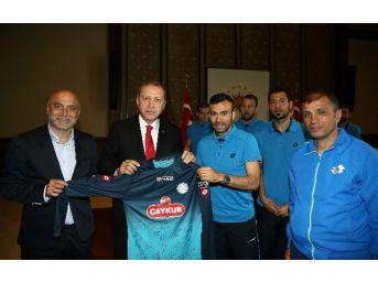 Çaykur Rizespor'dan Cumhurbaşkanı Erdoğan'a Sürpriz Ziyaret