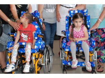 Didim'de Yabancılar 2 Engelli Çocuğu Sevindirdi