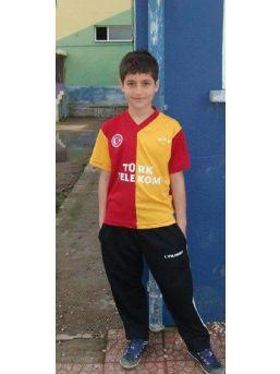 14 Yaşındaki Futbolcu Inşaattan Düşüp Öldü