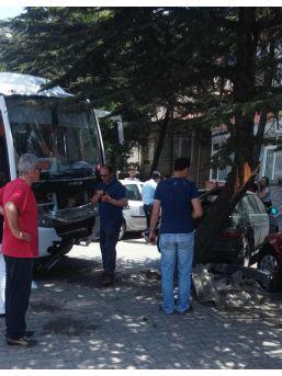 Basketbolcuları Taşıyan Midibüs Kaza Yaptı: 6 Yaralı