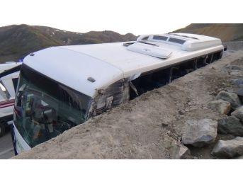 Erzincan'da Trafik Kazası: 23 Yaralı