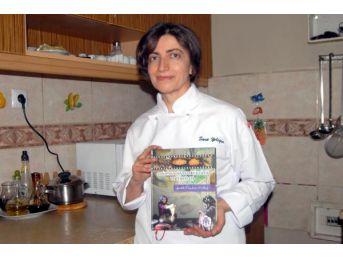 Öğretim Görevlisi Kredi Çekti, Yemek Kitabı Çıkardı