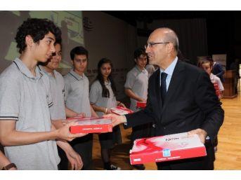 Gaziantep'te Öğrencilere Tablet Dağıtıldı