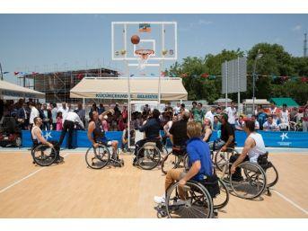 Engelli Basketbolcular Basın Mensuplarına Karşı