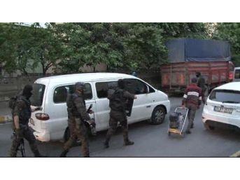 İstanbul'da Şafak Operasyonu: 52 Gözaltı