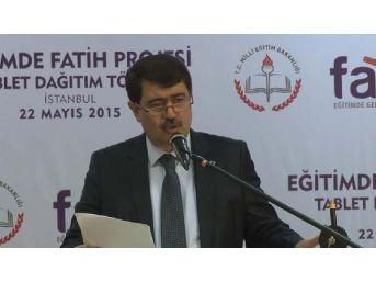 İstanbul'da Tablet Dağıtım Töreni