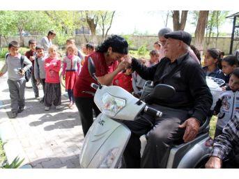 Gurbetçi Hanife'Den, Memleketindeki 5 Engelliye Akülü Sandalye