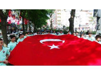 İzmit'te 19 Mayıs Yürüyüşü