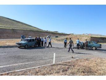 Yunak'ta İki Otomobil Çarpıştı: 4 Yaralı