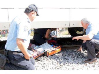 Trenin Önüne Atlayan Genç Kız Ölmek Istedi
