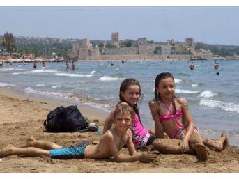 Kızkalesi Plajına Turist Akını