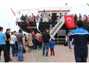 Bandırma Müze Gemisi Ziyaretçi Akınına Uğradı