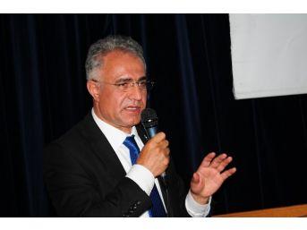 Prof. Dr. Çaha'dan 'tehditli' Pankarta Tepki