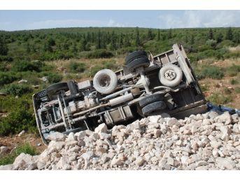 Didim'de Lastiği Patlayan Kamyonet Yoldan Çıktı: 1 Yaralı