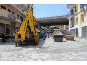 Kuşadası'nda İkiçeşmelik Ve Türkmen Mahallelerine Parke Taşı Döşeniyor