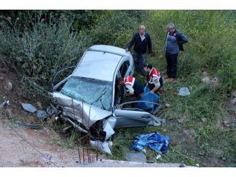 Otomobil Şarampole Yuvarlandı: 3 Ölü...