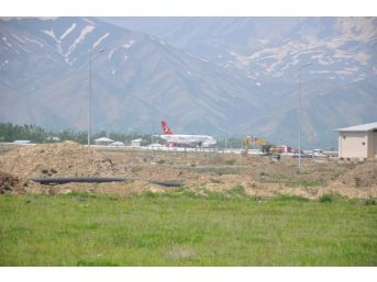 Yüksekova Havaalanı'nda Açılış Öncesi Son Rötuşlar