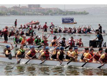 Küçükçekmece Gölü'ndeki 4. Üniçek Su Sporları Festivali Renkli Görüntülere Sahne Oldu