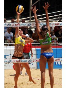 Plajda Şampiyonlar Geçidi
