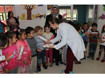 Anaokulu Öğrencilerine Flor Cila Uygulaması Yapıldı