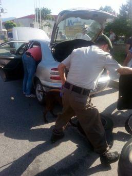 Araçtaki Eroini Narkotik Köpeği Buldu