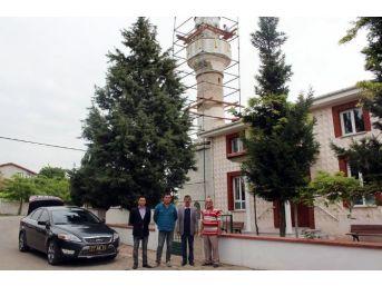 Tarihi Muratağa Camii'nin Minaresi Onarılıyor