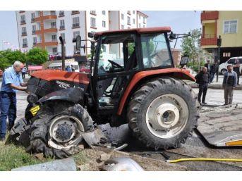 Sorgun'da Minibüs Traktöre Çarpıştı: 6 Yaralı...