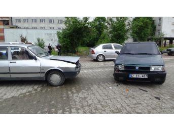 Çaycuma'da Trafik Kazası: 2 Yaralı