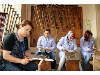 Kadın Baston Ustası, Yeni Baston Ustaları Yetiştiriyor