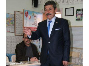 Yasağa Rağmen Oy Kullandıktan Sonra Kabinde Fotoğraf Çekip Paylaştılar