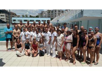 Boğaz Yarışı Için İzmir'de Yüzdüler