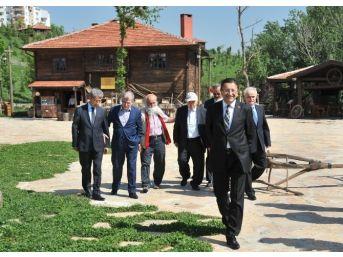 Türk Edebiyatının Önemli İsimleri Altınköy'de
