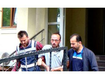 Adliyeye Götürülen Dolandırıcı Gazetecileri Görünce Polislere Kızdı
